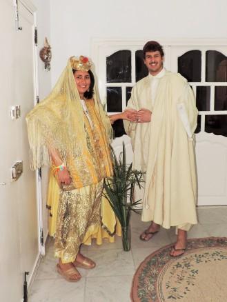 Mohammed e Naima ci hanno fatto indossare gli abiti tradizionali del loro matrimonio